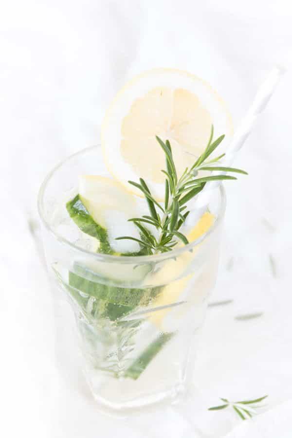 Limonade aus dem Garten