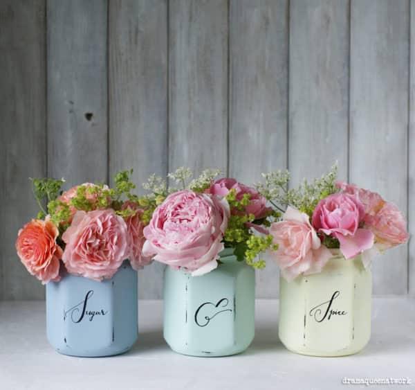Kreidefarben + Marmeladegläser= Vintage-Vasen