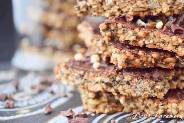 vegane Müsliriegel mit Chiasamen und gepufftem Quinoa