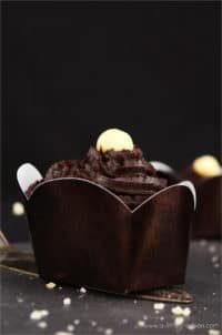 Vegane Macadamia-Muffins mit ChocQlate-Topping