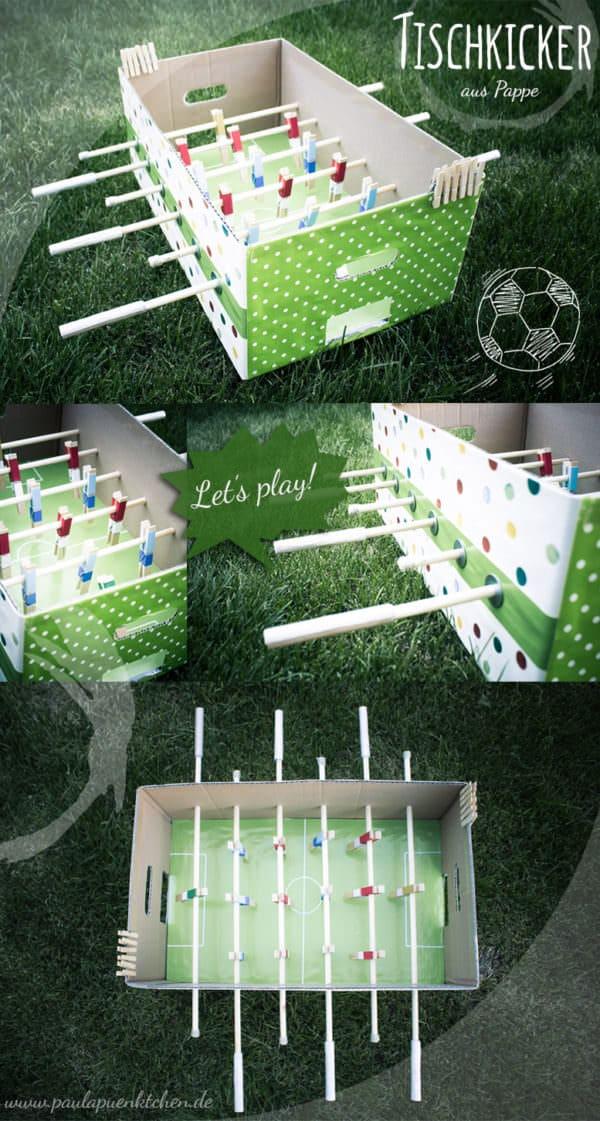 DIY-Idee: Tischkicker aus Pappe und Wäscheklammern basteln