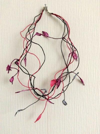 Blütenkette aus Papiergarn