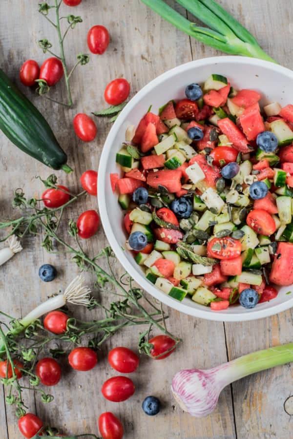 wassermelonen salat mit minze feta und blaubeeren handmade kultur. Black Bedroom Furniture Sets. Home Design Ideas