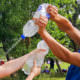 Upcycling - Wasserschlacht mit selbstgebastelten Spritzpistolen