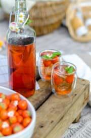 Erdbeerlimonade mit Basilikum von den [Foodistas]