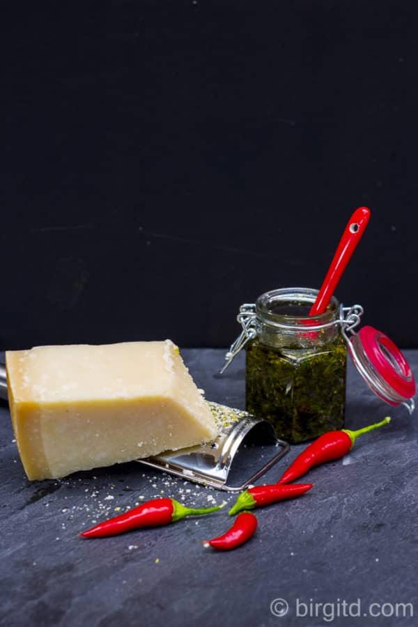 Zitronenmelisse-Pesto & bunte karamellisierte Möhrchen [BirgitD]