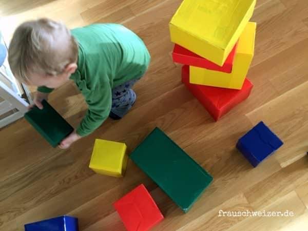 große Bausteine für kleine Kinder