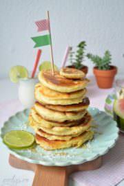 Pancake-Turm zum Frühstück