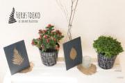 DIY-Herbstdeko für draußen: Holztafeln mit goldenen Blättern