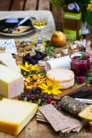 Käseplatte mit selbstgemachtem Himbeersenf & Birnen-Chutney [Birgit D]