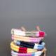 Armbändchen aus umwickeltem Lederband