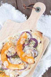 Herbstliche Pizza mit Kürbis