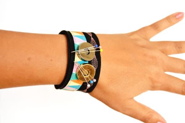 magnetisches nadelkissen armband n hen handmade kultur. Black Bedroom Furniture Sets. Home Design Ideas