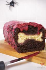 Black Velvet Grabräuberkuchen mit gruseligem Kern | Last Minute Halloween Rezept | Mohntage