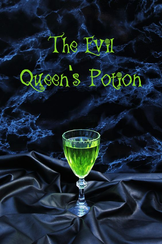 Halloween Cocktail: the Evil Queen's Potion