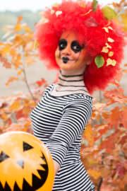 DIY: Halloween-Perücke und Kürbisgesicht!