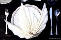DIY Serviette falten: Ahornblatt