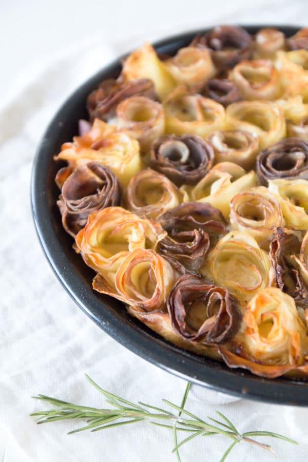 Herbstliche Kartoffel Quiche mit Rosen