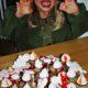 """""""Blutige"""" Halloween Cupcakes mit Baiser-Geistchen"""