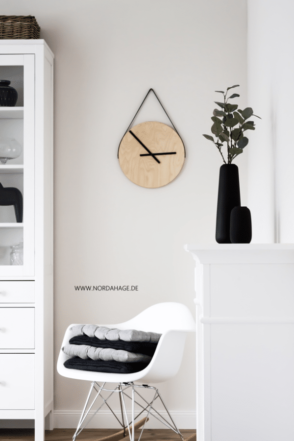 diy holzuhr aus ikea frosta hocker wooden clock handmade kultur. Black Bedroom Furniture Sets. Home Design Ideas
