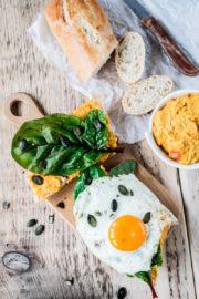 Fingerfood: Kürbis-Linsen-Baguette mit Spiegelei