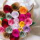Geschenke verpacken - Ein Meer aus Papierblumen