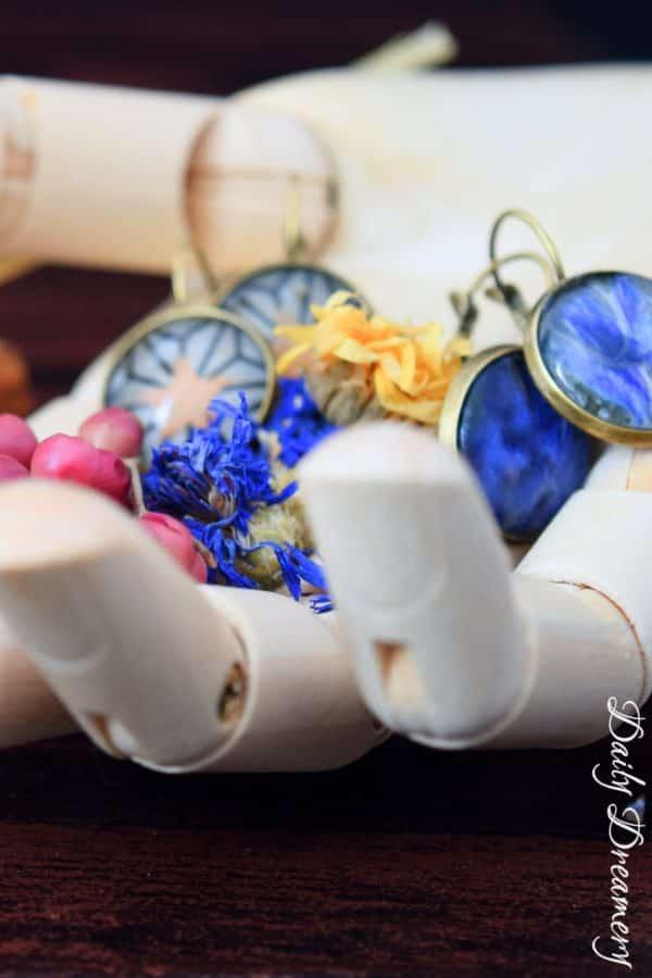 Cabochon-Ohrringe mit Papier oder Blüten