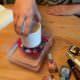 Verzierung mit Nagellack, Kerze