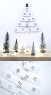 Kleiner Holz Weihnachtsbaum zum aufhängen.