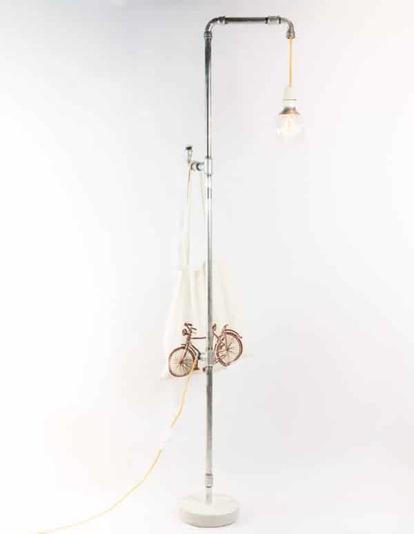 stehlampe im industrie stil handmade kultur. Black Bedroom Furniture Sets. Home Design Ideas