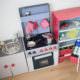 DIY Kinderküche aus Kartons – Teil 3: Der Kühlschrank