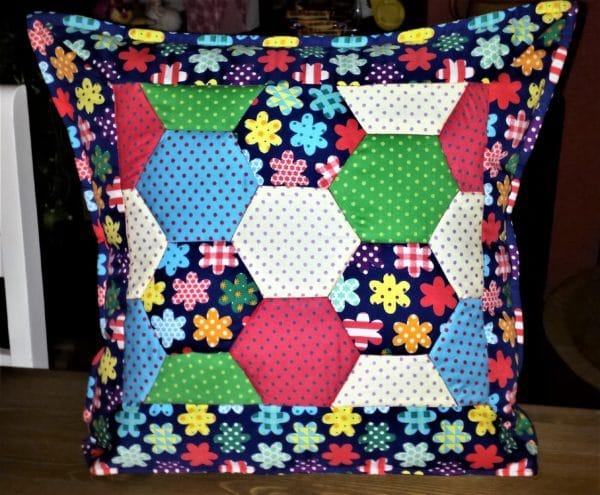 Patchwork-Kissen und passende Decke