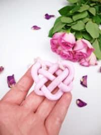 DIY Schmuck: Keltischer Herzknoten aus Fimo