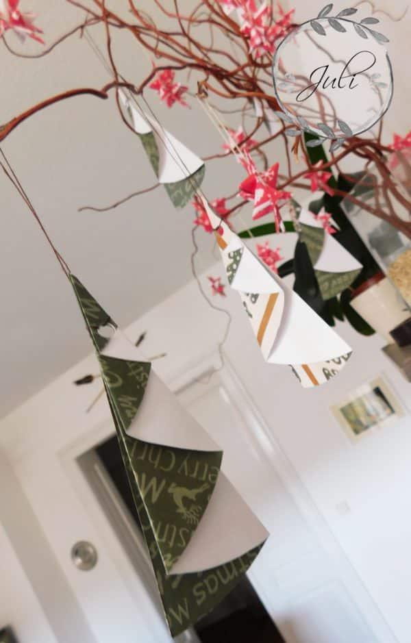 schnelle papier weihnachtsb ume zum selber falten handmade kultur. Black Bedroom Furniture Sets. Home Design Ideas
