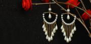 Wie kann man Ohrringe aus Perlen anfertigen