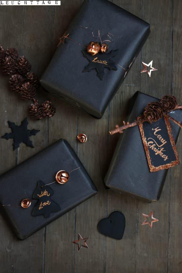 Geschenke einpacken in schwarz und kupfer