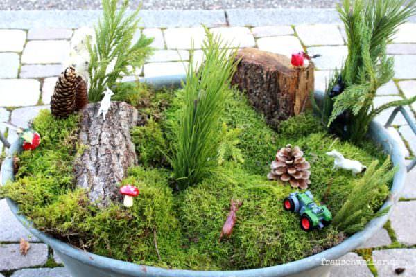 Miniaturlandschaft in einer Zinkwanne