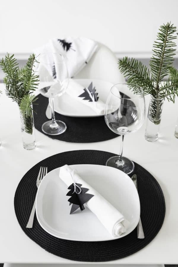 Weihnachtliche Tischdeko, Tannenbäume aus Papier (mit Druckvorlage)