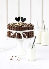Kinder-Schokolade-Torte mit Beeren