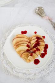 Apfelherz mit Himbeermus