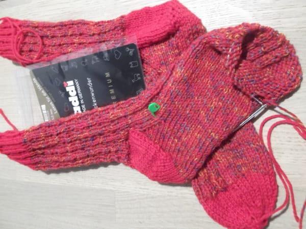 Socken mit einfachem rechts-links Muster #addiSockenwunder