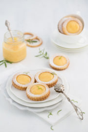 """Gin-Tonic-Lemon-Curd-Cookies!"""