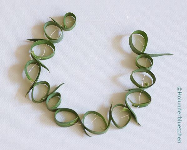 Collier aus Nelkenblättern