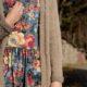Lange Strickjacke mit Zopfmuster