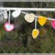 Valentinstag DIY Gehäkelte Girlande mit bunten Herzen #DoltValentinstag