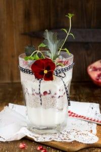 Chia-Joghurt mit Granatapfelkernen