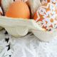 Scherenschnitt Ostereier aus Papierschneeflocken
