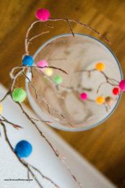 DIY-frühlingshafter Osterstrauch mit Filzkugeln