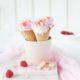 Frozen Joghurt mit Himbeeren und weißer Schokolade