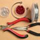 Wie kann man Schmuck mit Perlen Kappen basteln